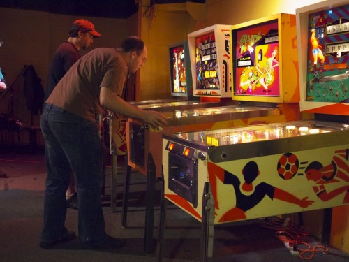 Keith and Bowen, two super great pinball players (currently ranked #1 and #3 in the world rankings). (pic by Eric)
